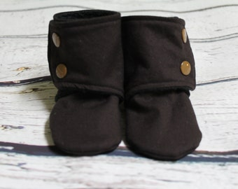 baby boy booties - non slip baby shoes - baby boots - stay on booties - fleece baby booties - baby slippers - baby booties- baby shower gift