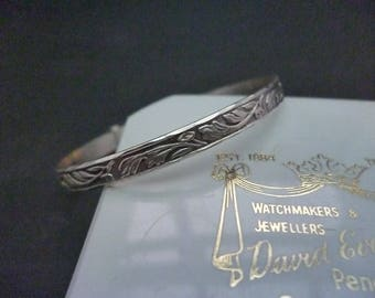 "A vintage silver expanding baby bangle - 925 - sterling silver - 1.8"" x 1.8"" expanding to 2.1"""
