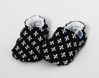 Baby slippers, Crib shoes, Lily, Black & White, Fleur de lis, Custom made, Flannel, Cotton, Soft soles, Moccasins, Toddler, Shower gift idea