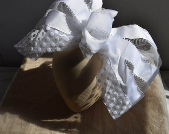 Tulle and ribbon bows with comb.