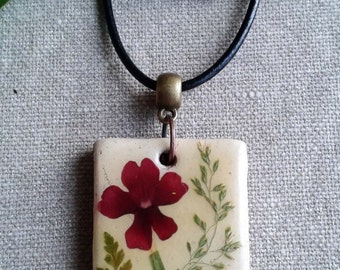 Pendants-ceramic with real flowers