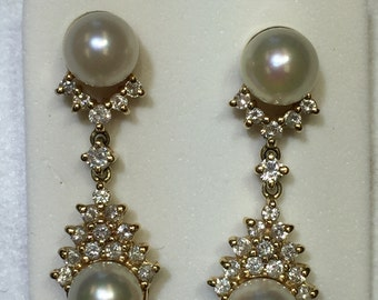 14kt Yellow Gold Lady's Diamond and Cultured Pearl Dangle Drop Exquisite Earrings