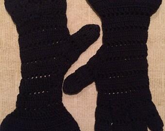 Vintage 1950s Gauntlet Cuff Crochet Gloves  - dark navy blue - openwork - XS