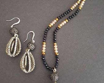 Black, gold and jewelry  set