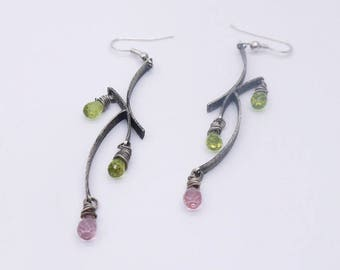 Sterling silver dangle earrings with pink quartz and peridot, drop earrings, quartz earrings, long earrings, silver earrings, black earrings