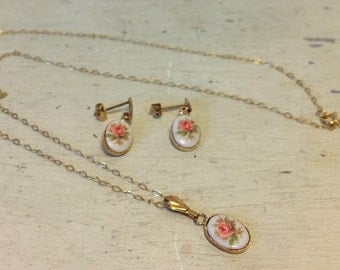 Dainty 9ct Gold Necklace Earring Set Rose Flower Print Design Stones