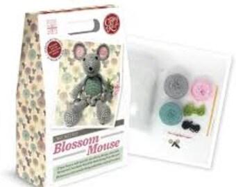 Blossom mouse crochet kit - learn to crochet - children's craft -10+ children's gift - craft kit