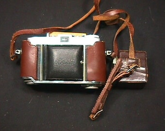 Vintage Kodak Retina I B 35 mm Camera in a Half of it's Original Leather Case along with a Kodalux L as-is