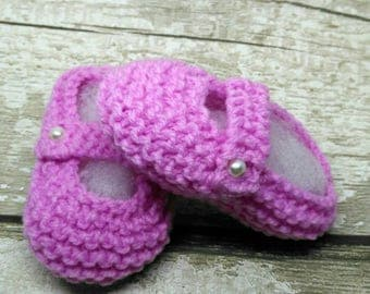 Hand Knitted Baby Bootees Slippers Booties in Pink with faux strap and pearl bead 0 to 3 months crib shoes Ready Ships from UK