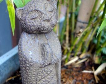 Inoru cat statue made of volcanic ash (0380)