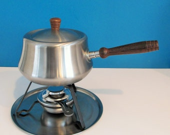 Stainless Steel fondue pot with wood handle, metal tray