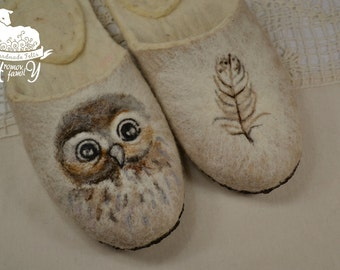 """Eco friendly handmade felted slippers. Slippers for home use with a picture  """"Owl and plumelet"""""""