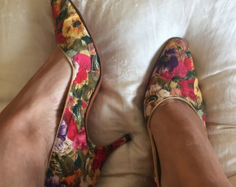 1950s silk floral kitten heel pumps