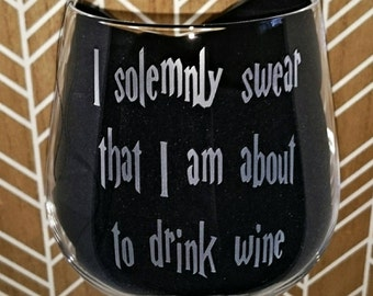 I Solemnly Swear That I Am About To Drink Wine Engraved Wine Glass - New