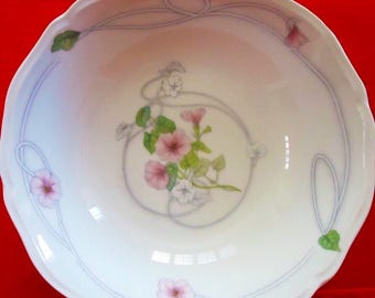 9 Inch Round Vegetable Bowl in TRELLIS RHYTHM China by INTERNATIONAL Vintage Made in Japan