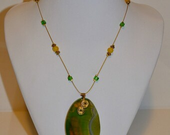 Green and gold agate necklace