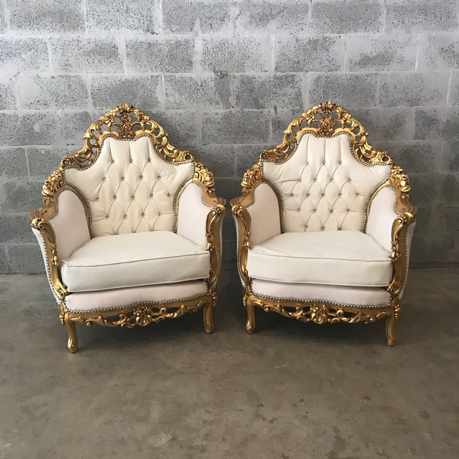 Antique italian chairs - Italian Antique Furniture Throne Chair Rococo Tufted Sofa 1 Chairs Left Tufted Chair White Leather W Nail Heads Baroque Tufted Chair