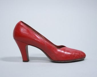"Vintage 1940s Shoes | Red Leather ""Naturalizer"" Peep Toe Heels 