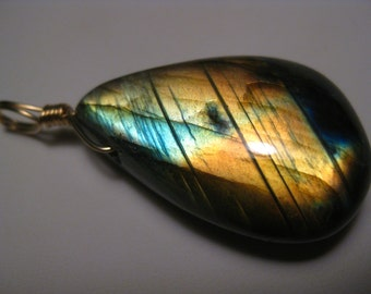 Labradorite Pendant in 14k Gold Filled Wire