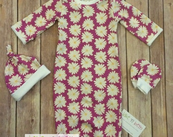 Baby gown, knot hat, and no scratch mittens, newborn set, girl baby, daisies