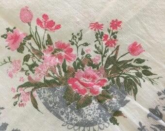 1950's Linen Floral Bouquet Tablecloth