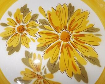 Vintage (c.1970s) Mikasa Cera-stone Daybreak D1351 pattern large dinner plate. Huge bursts of yellow daisies, greenery, yellow border band.