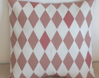 Cushion cover with diamond print pink