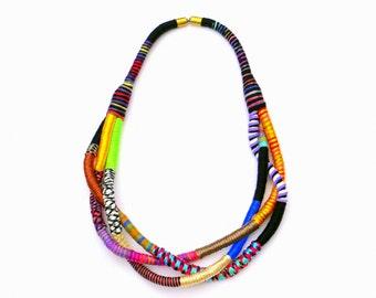 Einer der eine Art Statement-Kette verdreht Stoff Halskette, Halskette bunte Textil, groß und Fett Halskette, Faser Art Halskette