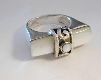 Vintage Handmade Sterling Silver Natural Mother of Pearl Ring Size ( 6 )