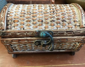 Storage box, wicker treasure chest, jewelry box, swing lock, chippy rustic wood box