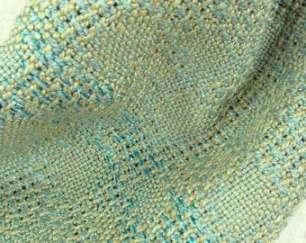 Col, zijde en glitters. Zeegroen en bleu.