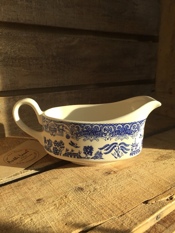 Vintage Blue and White Old Willow Ironstone Pottery Gravy Jug / Gravy Boat - Circa 1970s - Retro Dinnerware - Retro Kitchenalia
