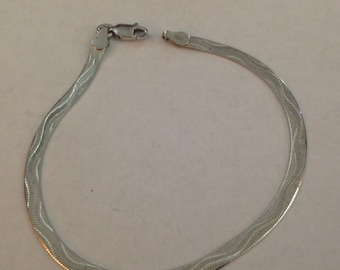 Cute sterling silver bracelet 7 1/2 inches long