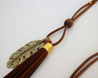 Long necklace with leaf pendant and suede tassel