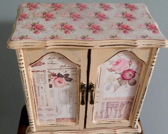 Jewelry Box,Vintage,upcycled,Tan,Great gift ,Mom,Daughter,Sister,Grandma,Aunt,Friend