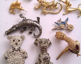 collection of vintage brooches & 1 necklace snake clasp