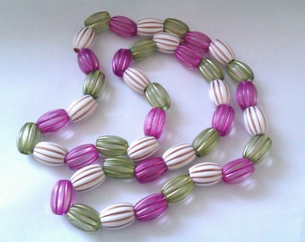 vintage plastic bead necklace