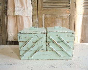 Old sewing box Shabby Chic