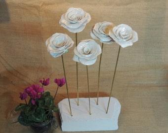 White rose in porcelain on brass pin