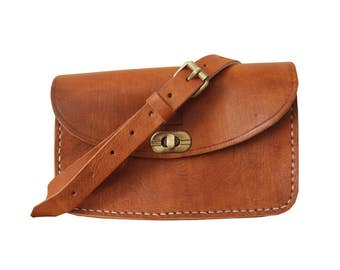 Leather Shoulder Bag with Clasp in Tan