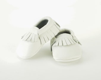 Ivory white leather Baby Moccasins 0-3 months 3-6 months 6-12 months, 12-18 months adorable! baby shoes!