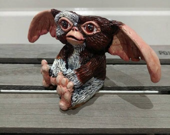 Gizmo model with box.
