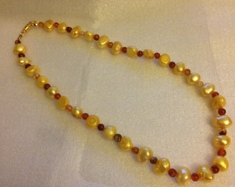Sunny pearl choker necklace