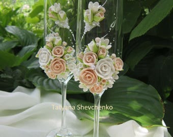 Personalized wedding glasses  . Wedding glasses in ivory and white
