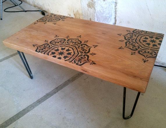 Table basse bois massif sur hairpin legs pochoir inspiration - Tables basses bois massif ...