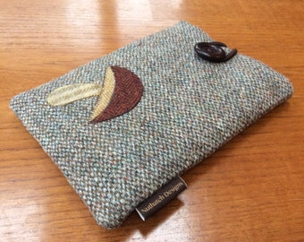 Harris Tweed Kindle paperwhite cover, kindle voyage, Fire 6 HD, Kobo, Nook cover case, cream, green, brown barleycorn with toadstool