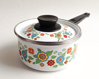 White metal casserole with vintage flowers, Metal casserole with handle, Vintage casserole, Flower casserole