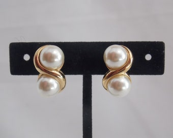Gold Tone Faux Pearl Clip on Napier Earrings Clip on Earrings Gold tone Earrings Faux Pearl Earrings