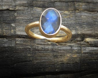 Oval Faceted Blue Fire Labradorite 14k gold, Gold engagement ring, Rose Gold engagement Ring, Labradorite Stackable ring Jewelry