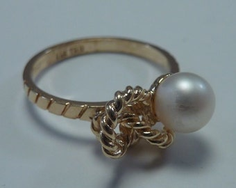 14K Yellow Gold Pearl Ring size 6